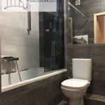 Łódź Bałuty, Apartament z 2016 roku. Widok na łazienkę.