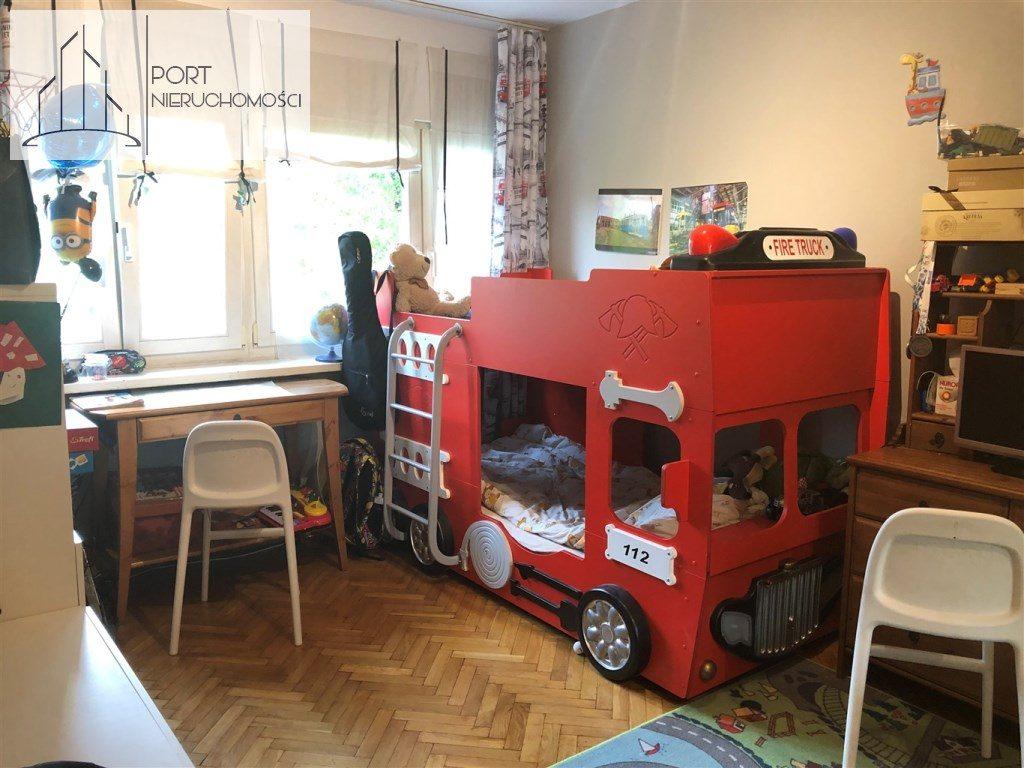Mieszkanie na sprzedaż, Łódż Bałuty, 2 pokoje, pokój. Widok na okno.