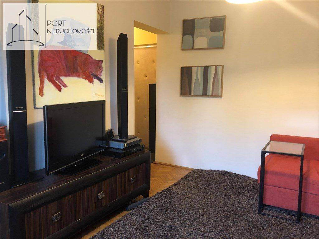 Mieszkanie na sprzedaż, Łódż Bałuty, 2 pokoje, salon. Widok na wejście.